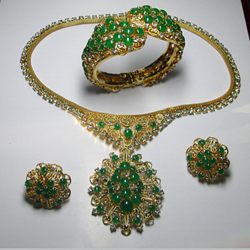 Hattie Carnegie Parure - Costume Jewelry
