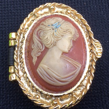Antique pill box - Fine Jewelry