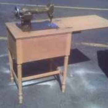 NEW HOME SEWING MACHINE - Sewing