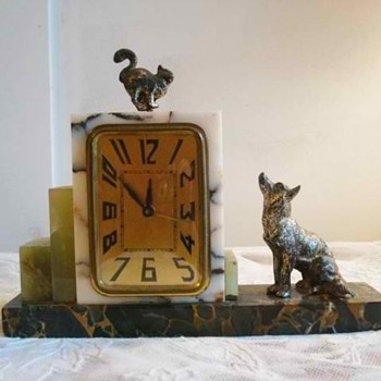 Cat and Dog Standoff Marble Art Deco Alarm Clock 1920&#039;s - Art Deco