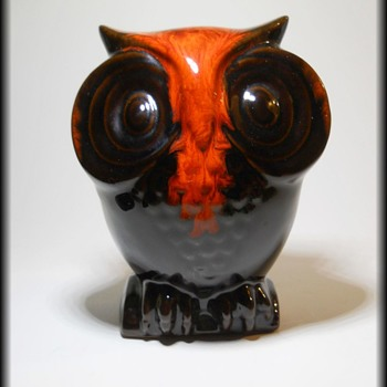 CANUCK POTTERY -- Canada // Canadian ceramics  -- OWL BANK - Art Pottery