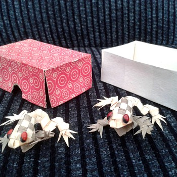 Little Paper/Reed/Straw Frogs,Oriental ?