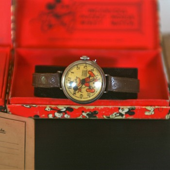 ATTEN: vonsboy, English variant Mickey Mouse Watches & Boxes - Wristwatches