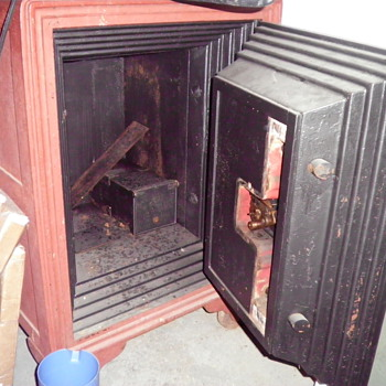 DYNAMITE proof Safe...it's really OLD too..