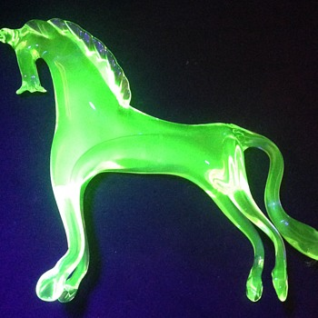 Uranium glass horse