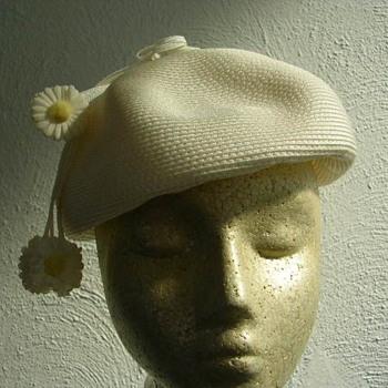 Sassy 1960s Daisy Hat