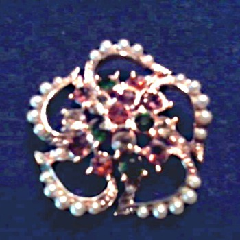 """Coro"" Faux Pearl and Aurora Borealis Crystal Brooch / Circa 1960 - Costume Jewelry"