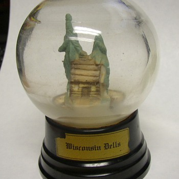 1930s - 40s Bakelite Base Souvenir Wis. Dells Snow Globe   - Advertising