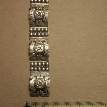 Mexican link bracelet?
