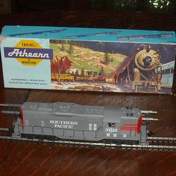 Athearn Southern Pacific GP-9 Locomotive 1960s 1970s HO Gauge - Model Trains