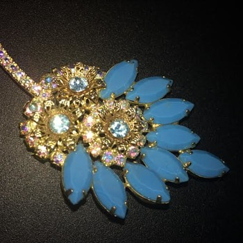 Nutsabotas6 - my blue glass brooch - Costume Jewelry