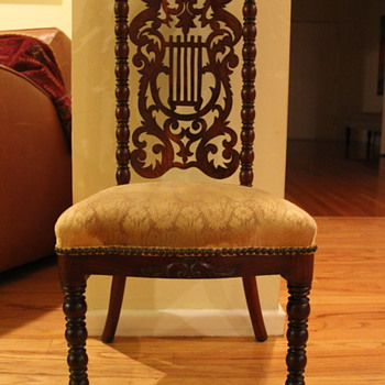 Small antique chair with carved angel's harp - Furniture