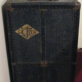 OLD STEAMER WARDROBE TRUNK - Furniture