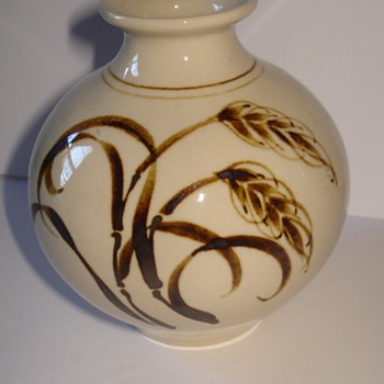 NEW ZEALAND POTTERY SMALL VASE - Art Pottery