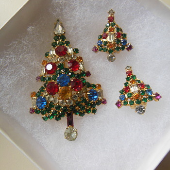 Warner Christmas pin and earrings