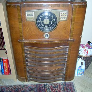 Old Zenith Radio - Radios