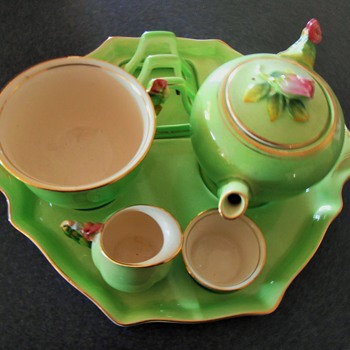 tea and toast in bed? pretty green china ware old?