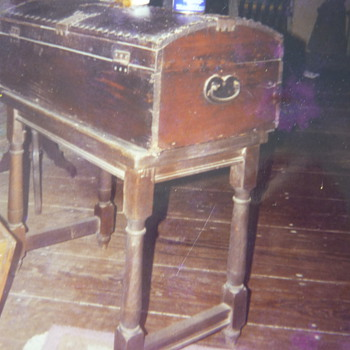 Trunk or seaman's chest - Furniture