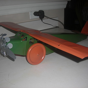 Tin toy plane. Influenced by Spirit of Saint Louis. Possibly made in the 30' s or 40's.