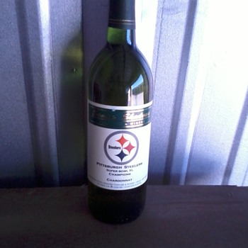 SB XL Chardonnay, mint cond. unopened - Football