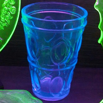 "6"" blue tumbler fluoresces under BL! - Glassware"