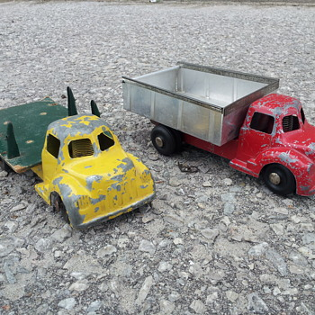 Londontoy Clockwork Dump and Stake Truck - Model Cars
