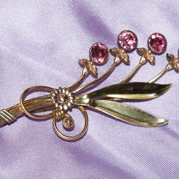 Van Dell Vintage Pin - Costume Jewelry