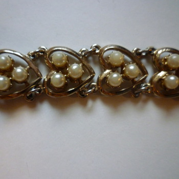 Heart and faux pearl bracelet