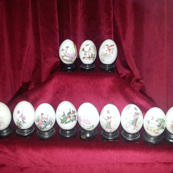 12 ASIAN PORCELAIN EGGS