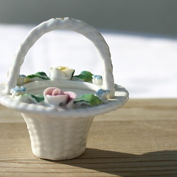 Beautiful tiny Porcelain Basket - Need help identifying please :)