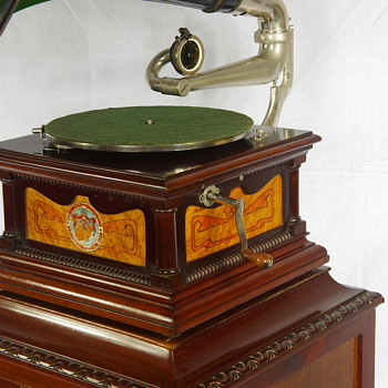 G&T gramophone made in Barcelona C1900