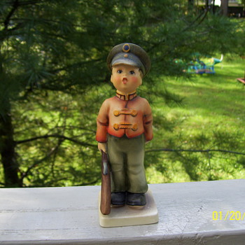HUMMEL SOLDIER BOY - Art Pottery