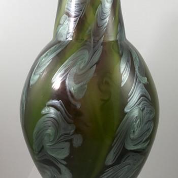 Loetz Ausführung 118 Vase, königsgrün mit pensée, PN II-7950, ca. 1911 - a Franz Hofstötter decor - Art Glass