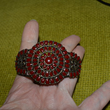Vintage looking enamelled bracelet - Costume Jewelry