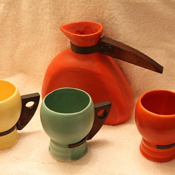 Pottery Beverage Set ???