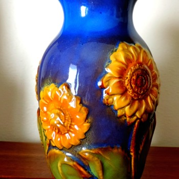 Never heard of this pottery company b+B: But love the colors  - Art Pottery
