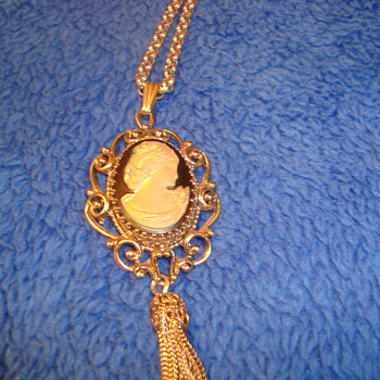 Beautiful Whiting Davis necklace - Costume Jewelry