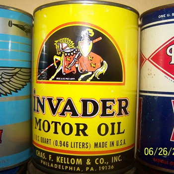 Invader oil can  - Petroliana