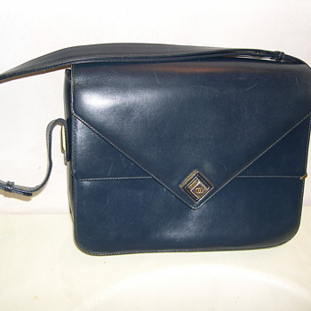 Is this a real vintage Gucci purse ? - Bags