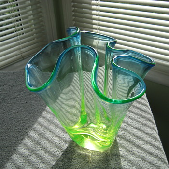 Chalet uranium vase - Art Glass