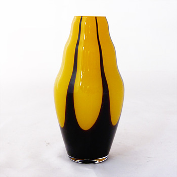 Tango Art Déco vase, probably Harrach (16 cm.) - Art Glass