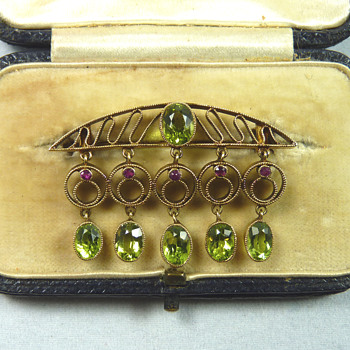 Murrle Bennett Jugendstil Ruby & Peridot 15ct Gold Brooch