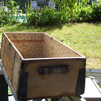 Flea Market Find Jenny Lind Trunk - Restoring  - Furniture