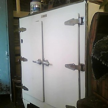 Monitor Top Refrigerator - Kitchen