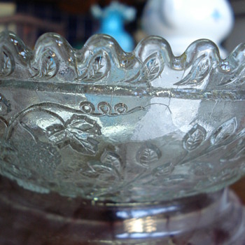 Early pressed glass bowl autum fruits - Glassware