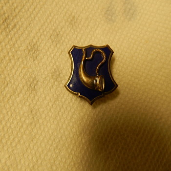 Bugle on a blue enamel shield shaped pin, gemsco ago g-2 on the back
