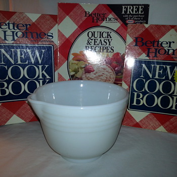 Vintage Hamilton Beach White Milk Glass Mixing Bowl With Spout - Kitchen