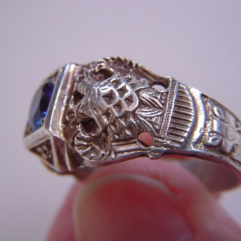 Masonic Ring? Beautiful relief w/Symbols~set with genuine Blue Spinel