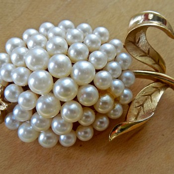 Trifari Gold-tone Pearl Brooch - Costume Jewelry
