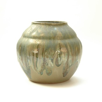 french art deco vase in metallic glaze, leon elchinger